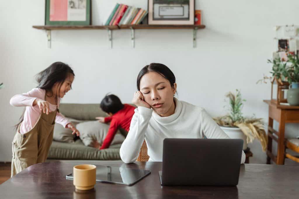 Ako zvládnuť prácu z domu s deťmi?